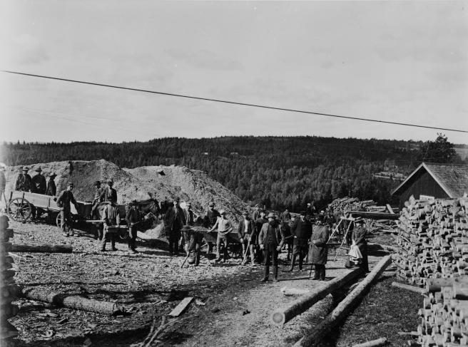 Arbetare utanför Ädelfors guldgruva 1899
