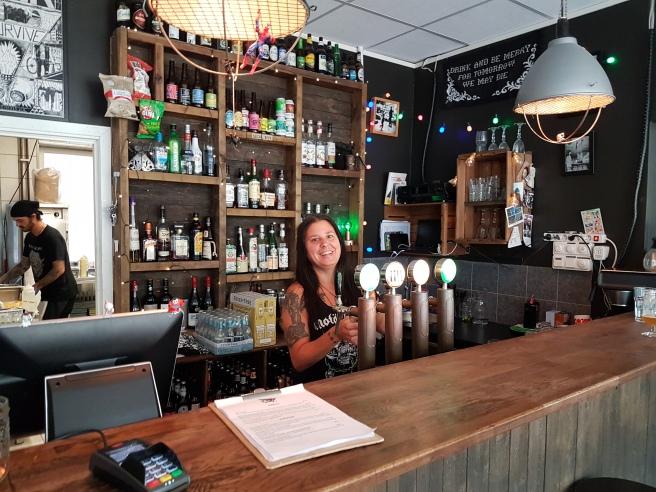 Christina i baren på Blackbird .jpg